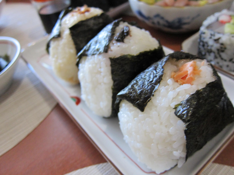 How to make Onigiri (Japanese rice ball) – Recipe and my